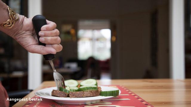 eten en drinken aangepast bestek